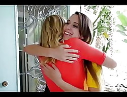 Cum swapping lesbians - college meisje fucked